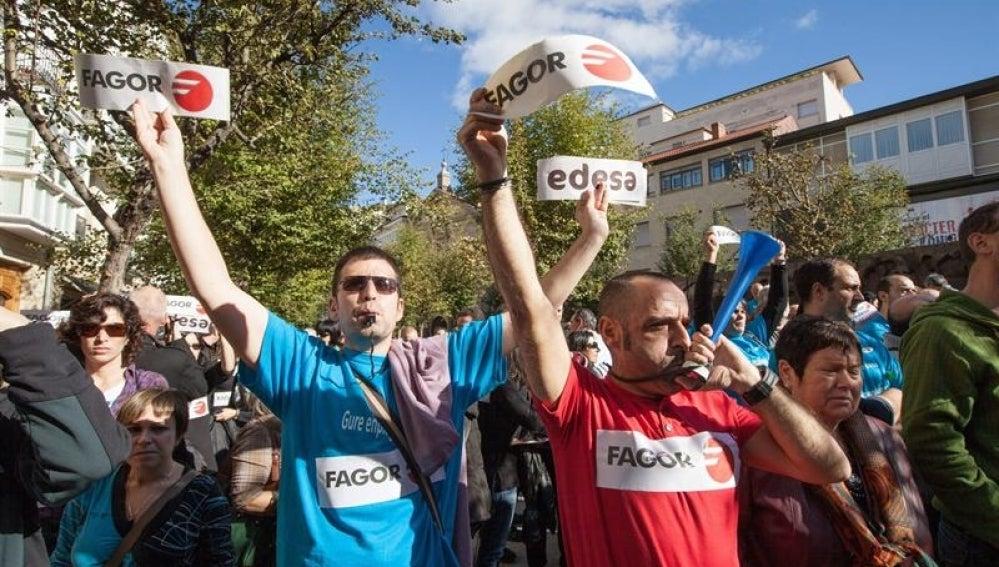 Trabajadores de Fagor protestan por el cierre