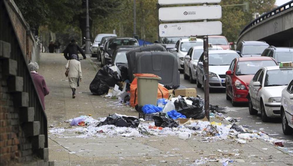 Las calles de Madrid, muy sucias tras una semana de huelga de los trabajadores de limpieza