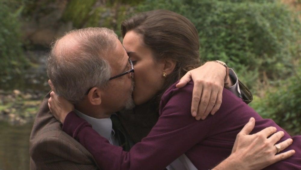 Luis comparte un momento de intimidad con Alejandra