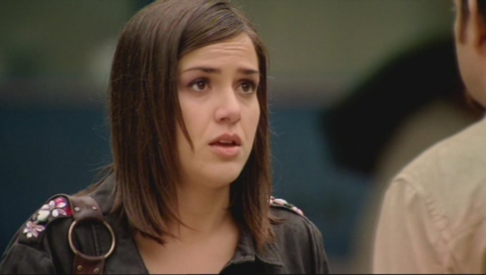 Lucía se confiesa a César
