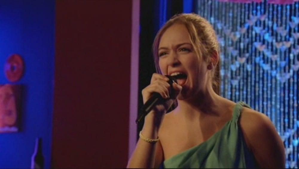 Paula herida le dedica una canción a Trini y Carlos