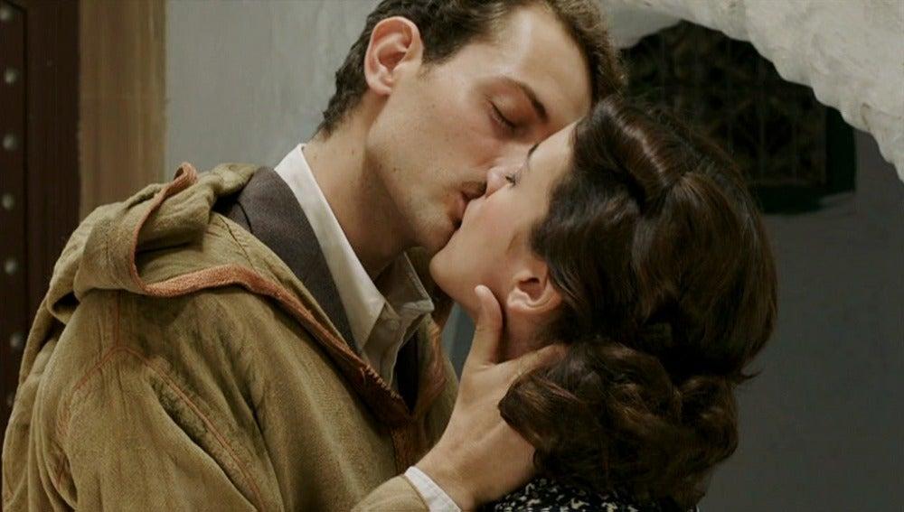 Marcus Logan se despide de Sira con un beso
