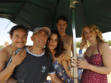 Carlos, Adriana, Peter y Hannah posando con el quipo