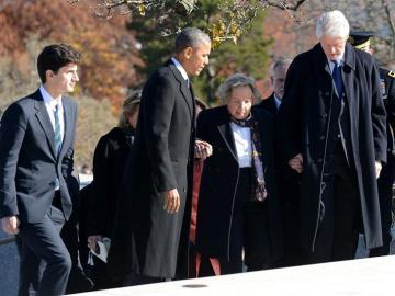 El presidente de Estados Unidos Barack Obama y el expresidente Bill Clinton