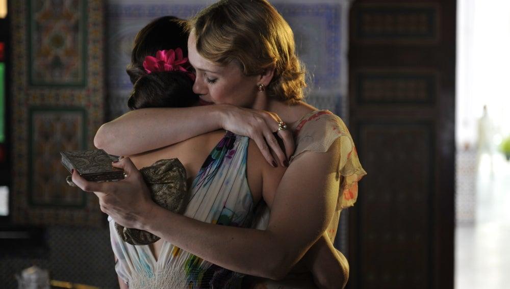 Rosalinda abraza a Sira
