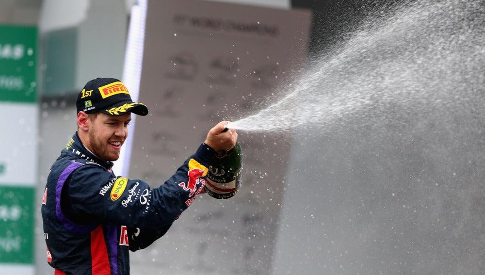 Vettel, en el podio de Interlagos