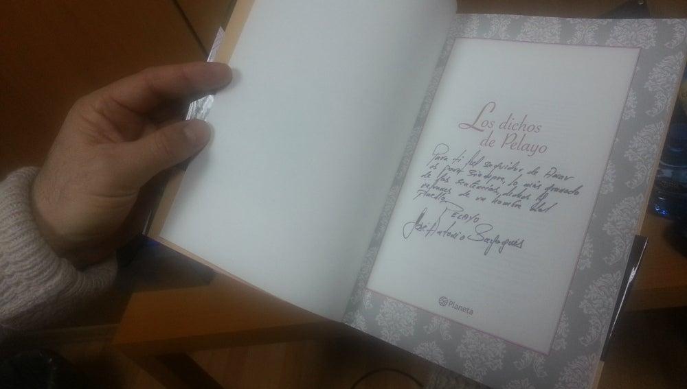 Libro firmado 'Los dichos de Pelayo'