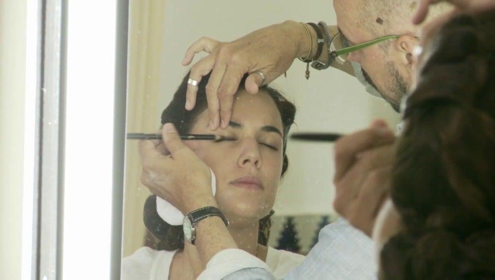 Con el maquillaje y peluquería se deja ver la evolución de Sira