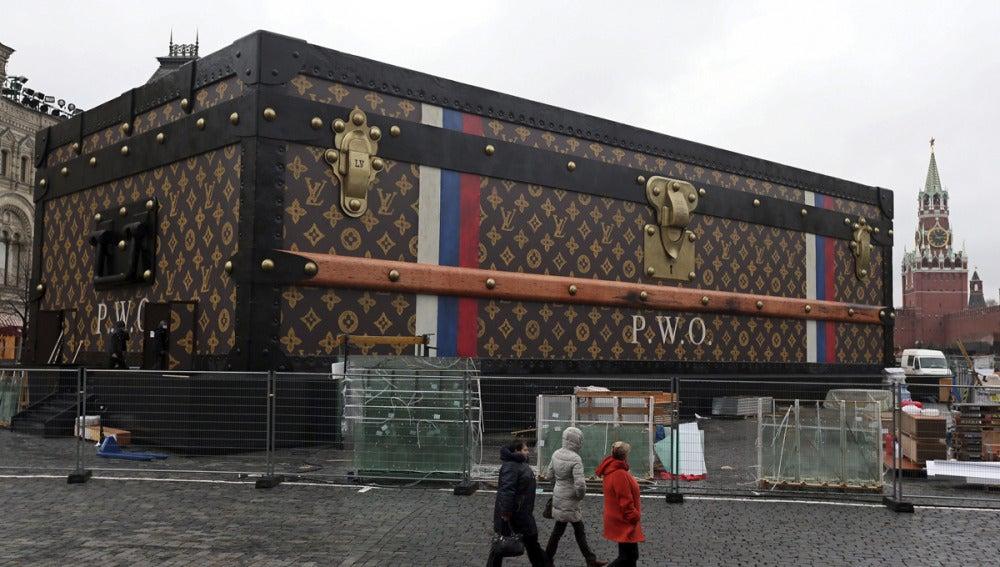 La maleta de Louis Vuitton en la Plaza Roja