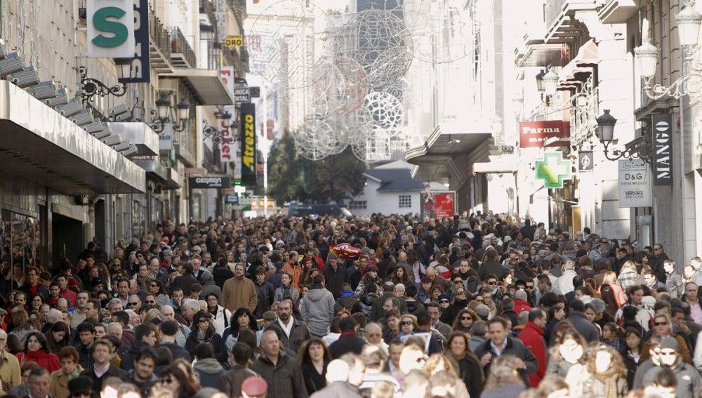 Los compradores salen a las calles