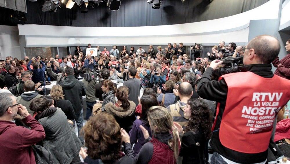 Trabajadores de Canal 9 protestan