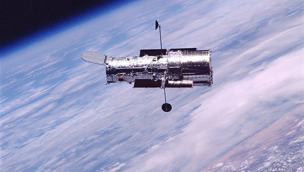 Hubble. Un telescopio del tamaño de un autobús que nos ha acercado como nadie al universo desconocido.