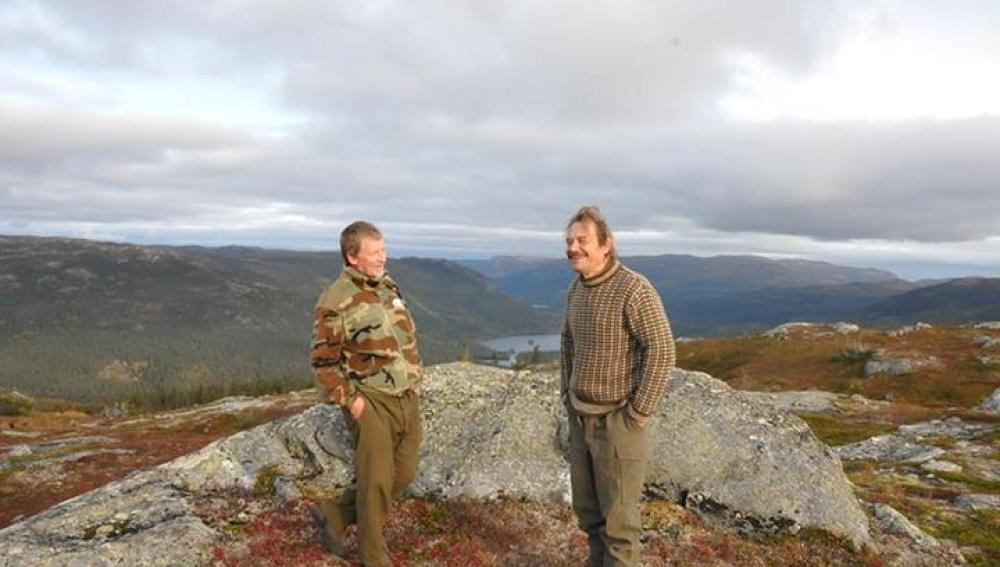 El fotógrafo Torgeir Berge junto a un amigo