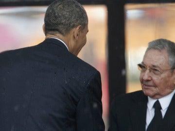 El Gobierno de EEUU resta importancia al apretón de manos entre Obama y Castro