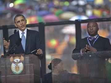 El intérprete de signos Thamsanqa Jantjie durante la intervención de Barack Obama