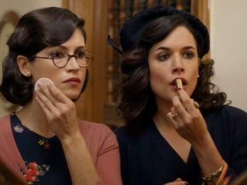 Beatriz le cuenta a Sira en el baño las reuniones de Da Silva