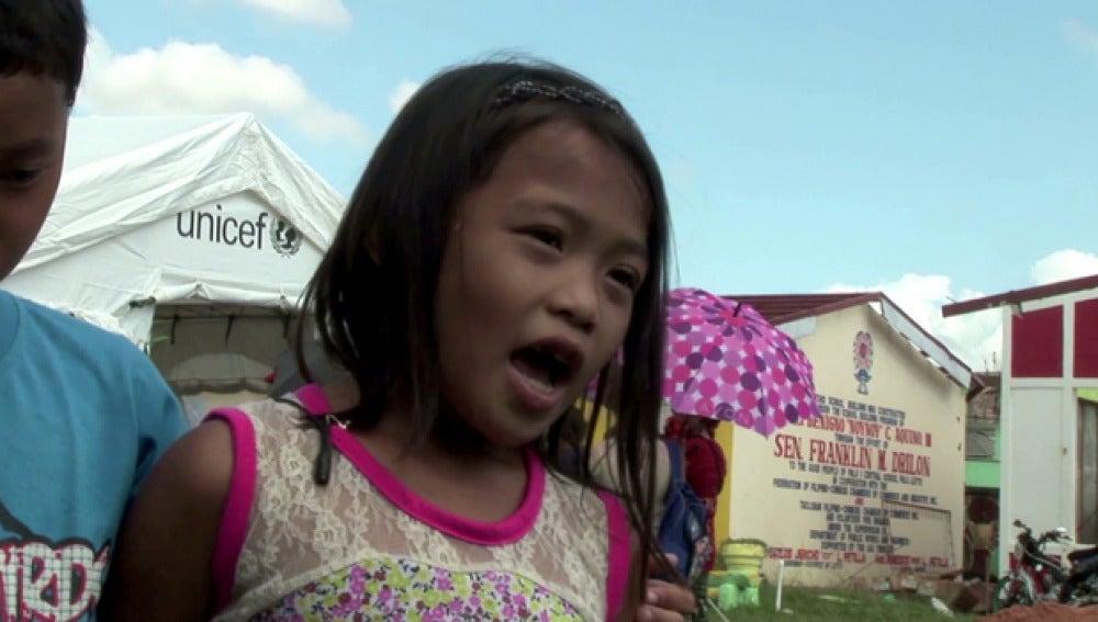 Una niña en Filipinas dentro del programa de UNICEF
