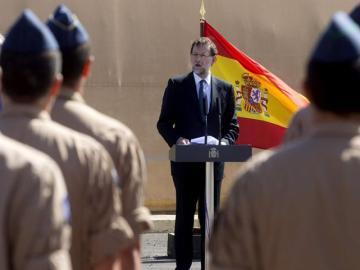 Mariano Rajoy pronuncia unas palabras ante medio centenar de militares
