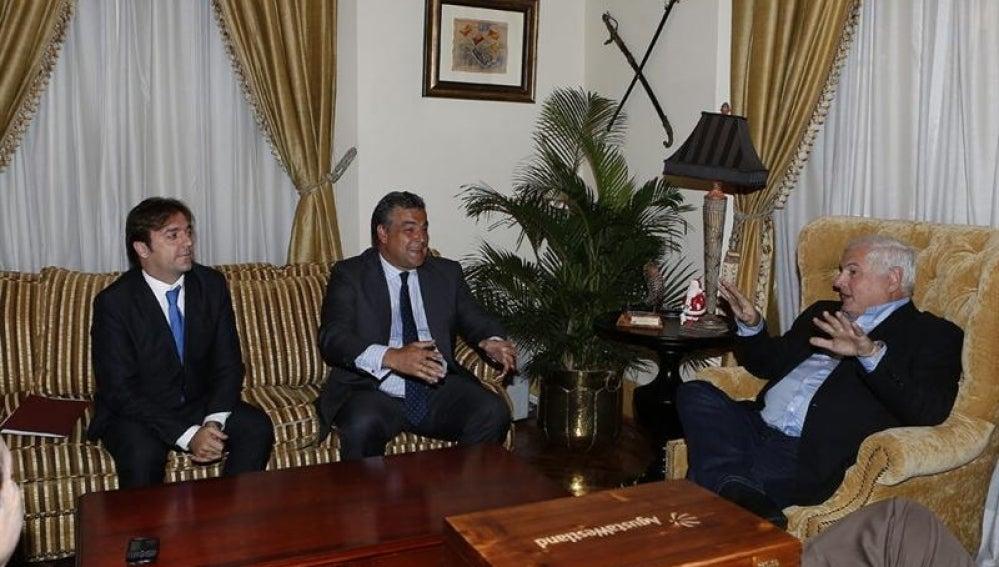 Martinelli junto al embajador de España en Panamá.