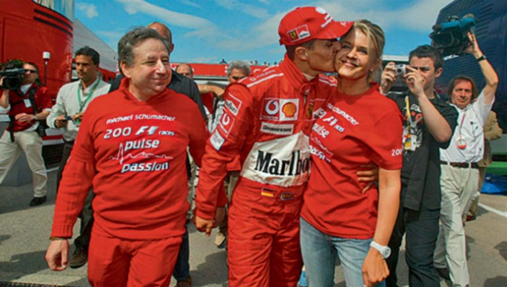 Schumacher Besa A Su Mujer En El Gp De Espana