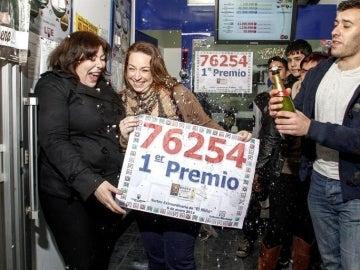 Los premiados del Sorteo de 'El Niño' celebran su fortuna