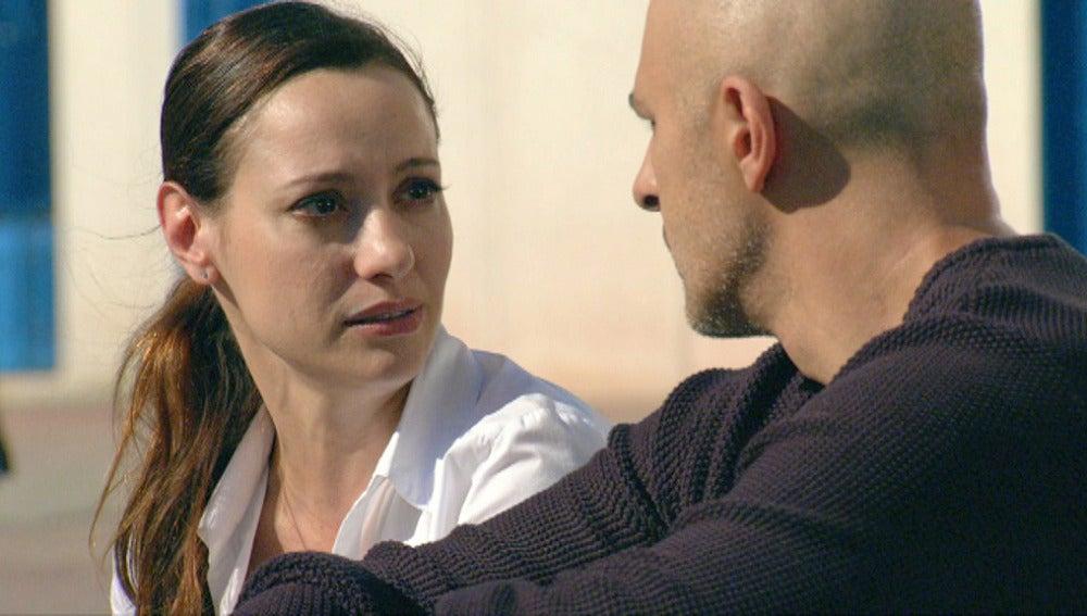 Violeta pregunta a Cuper  por qué la abandonó hace quince años