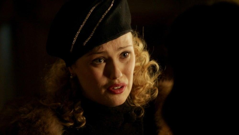Rosalinda informa a Sira de que Marcus no se ha ido