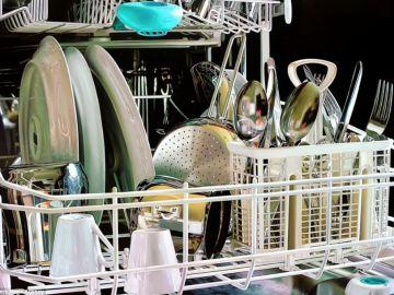 La vajilla en la lavavajillas