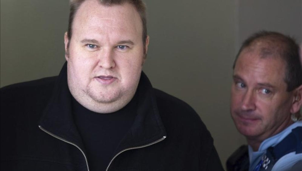 El fundador de Megaupload, Kim Schmitz o Kim Dotcom presenta su Partido Internet.