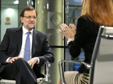 Rajoy atiende a la pregunta de Lomana