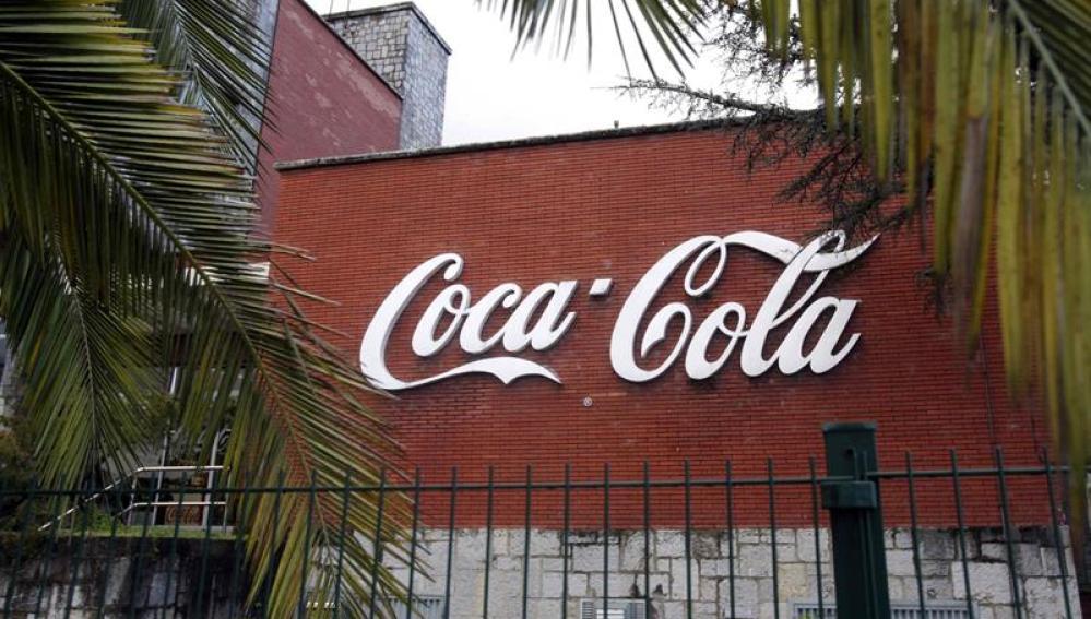 Fachada de una de las plantas de Coca-Cola Iberian Partners