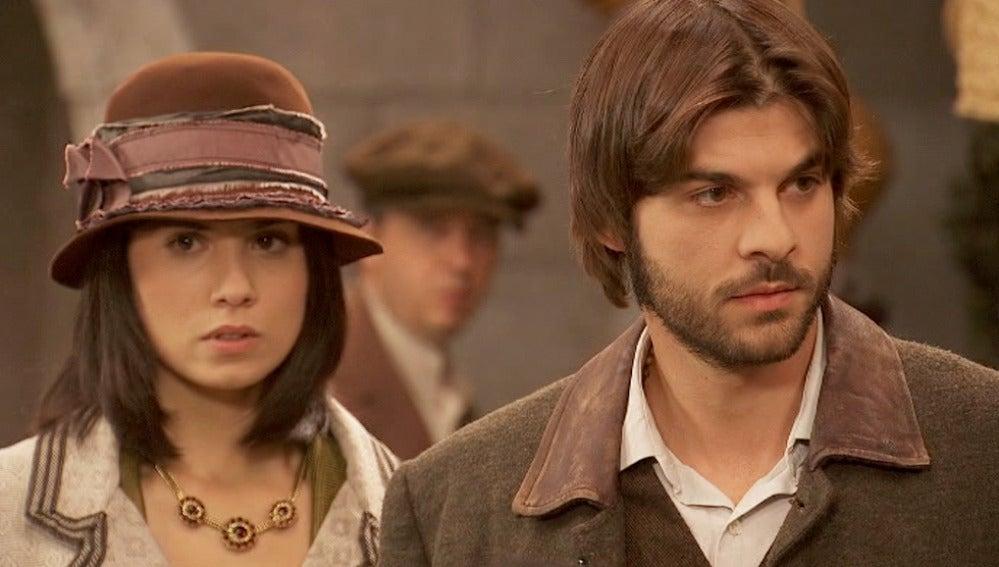 Gonzalo se enfrenta a la gente que está en contra de su relación con María