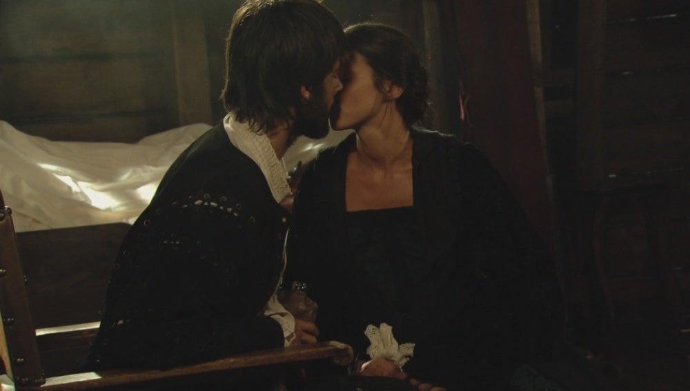 Salazar besa a Mencía