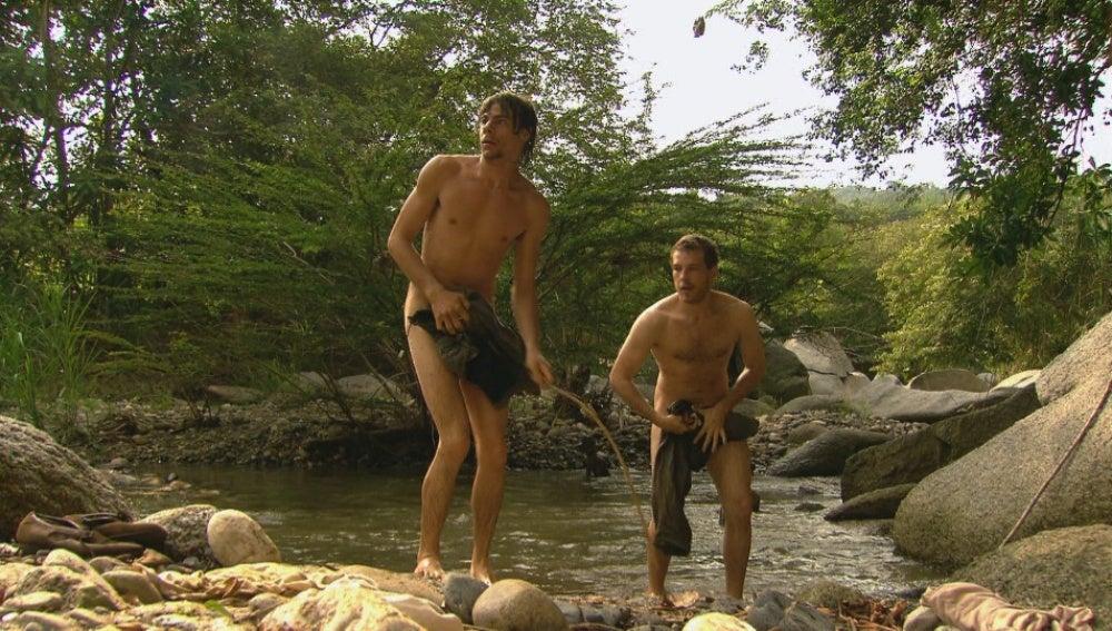 Espían a Pelayo y Alonso desnudos