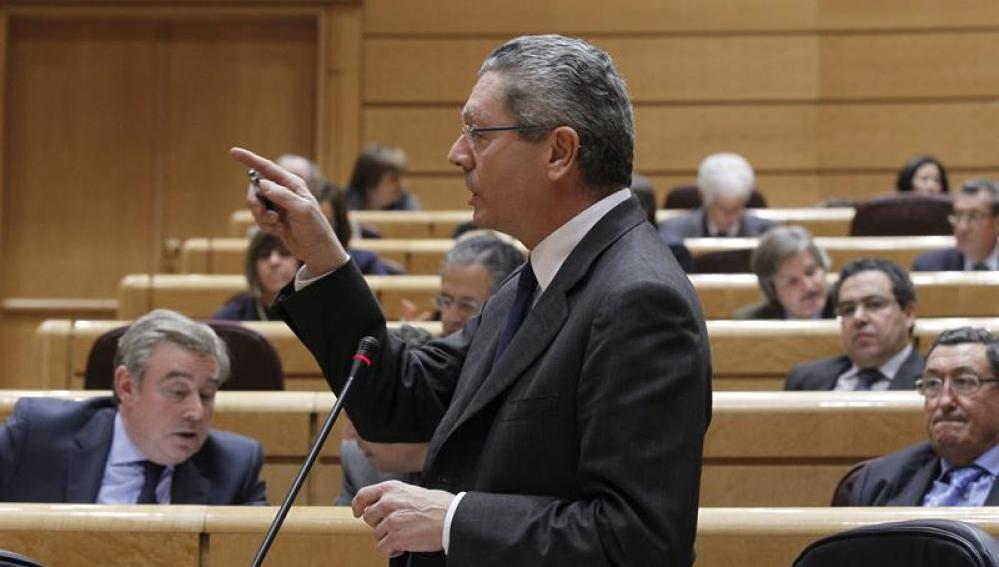 El ministro de Justicia, Alberto Ruiz-Gallardón, durante una de sus intervenciones en la sesión de control al Gobierno