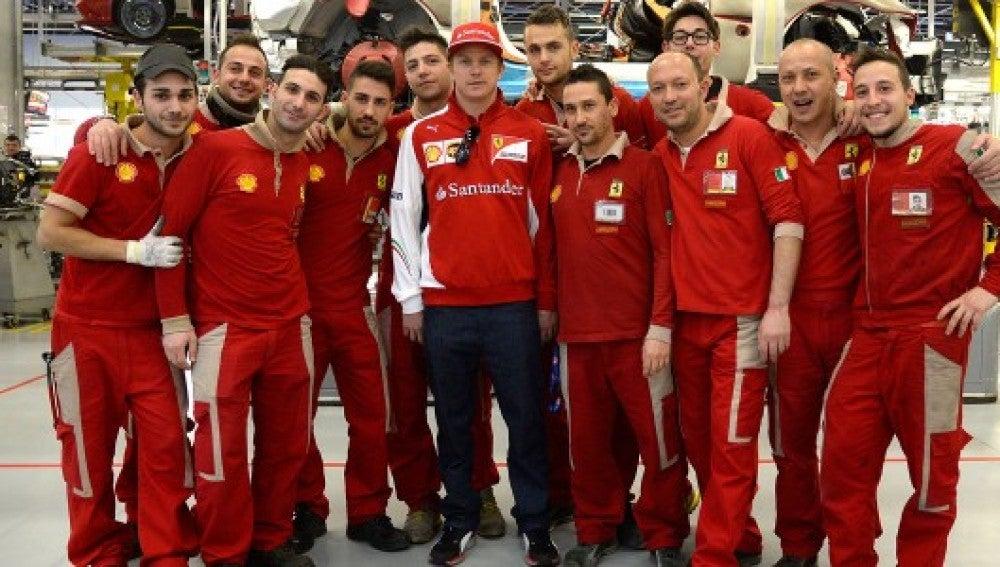 Kimi Raikkonen visita Maranello