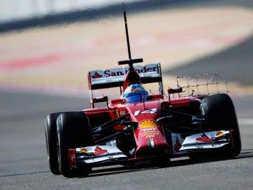 Fernando Alonso durante la sesión de pruebas