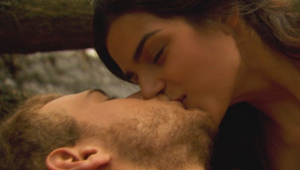 Alonso le pide a Ana que se case con él