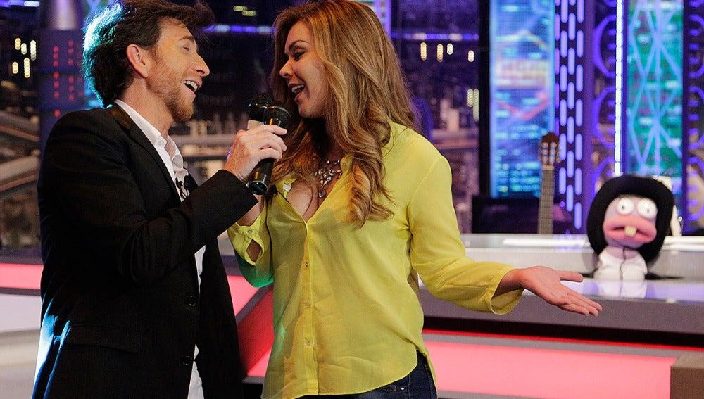 Maria José Campanario y Pablo Motos cantan 'Toda'