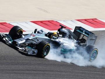 Hamilton bloquea neumáticos en Baréin