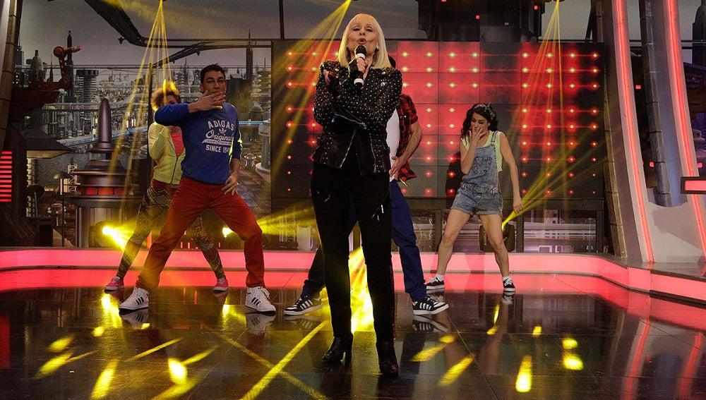 Raffaella Carrá cantan su nuevo tema en El Hormiguero 3.0