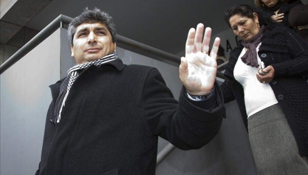 Juan José Cortés saluda a los medios de comunicación.
