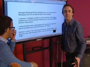 Santi reclama sus doce puntos y practica su inglés en los ensayos
