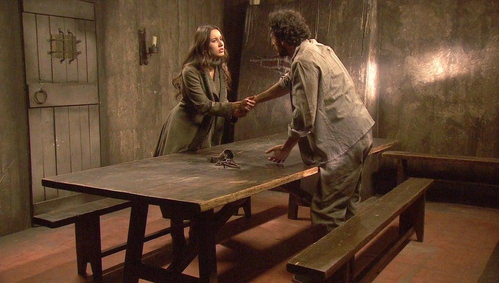 Aurora y Conrado en la cárcel