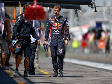 Vettel camina por el paddock