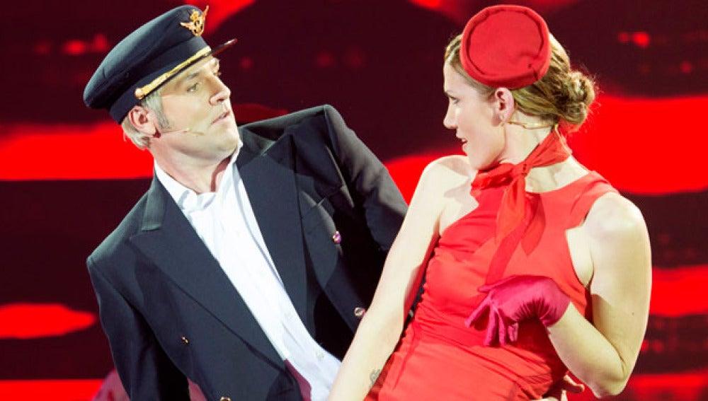Santiago Cañizares y Mayte García bailan Kiss