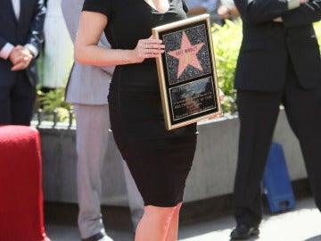 Kate Winslet posa junto a su placa de la estrella