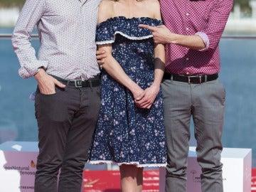El director Carlos Marqués-Marcet y los actores Natalia Tena y David Verdaguer posan durante la presentación en Málaga