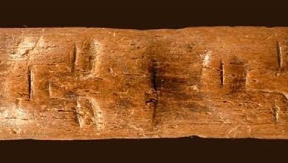El CSIC halla en Siria un talla con rostros humanos de 10.000 años