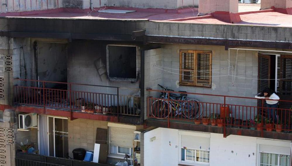 Restos del piso incendiado en El Vendrell